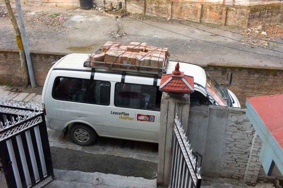 The car. Får tydligen plats med 14 personer och ett antal kilo medicin och sjukvårdsutrustning.