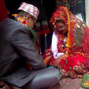Bruden är på väg att vinna till sig alla nötterna :)